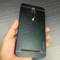 Алюминиевый бампер для Asus ZenFone 2 ZE551ML Motomo